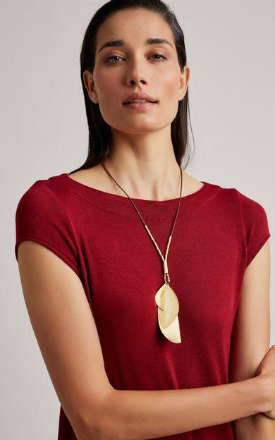 colar-petala-resina-ouro-tamanho-U-Costas